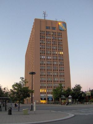 Inget mästerverk precis men det är i denna byggnad kommunala beslut i Sollentuna ska tas, inte i Riksdagshuset