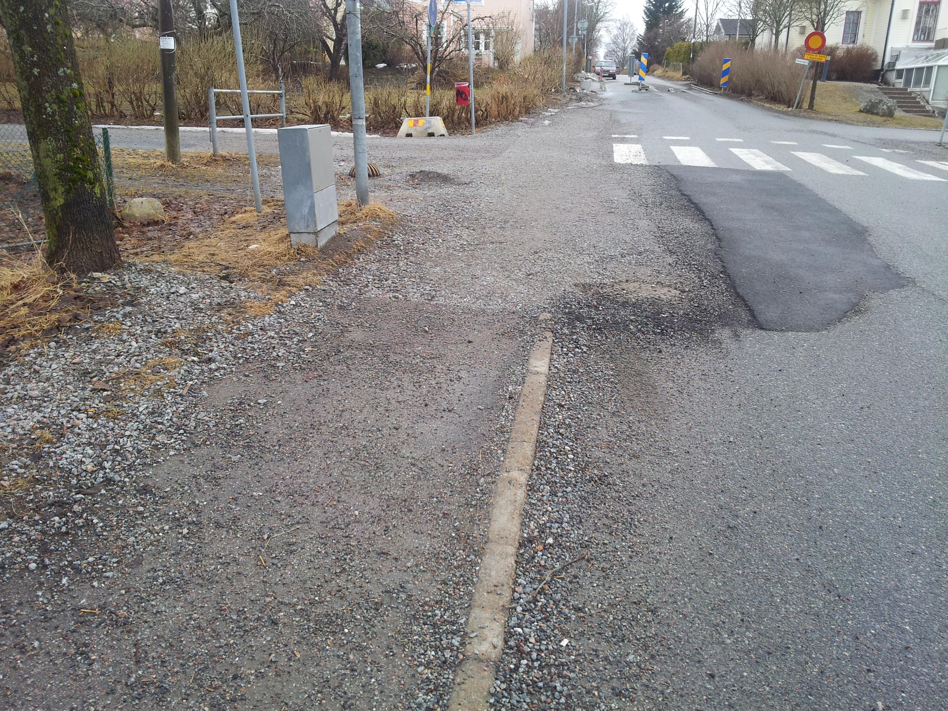 Är det en trottoar eller terrängbana? Foto: Johnny Rönnberg.